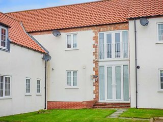 OWL VIEW, mews property, pleasant views, off road parking, WiFi, in Easton, Brid