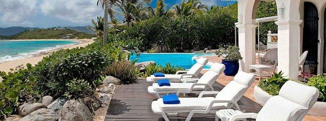 Villa La Mission 4 Bedroom (Spacious Beachfront, Hacienda-style Villa Directly