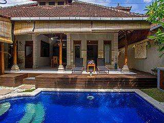 Holiday Pool Villa Accommodation Seminyak close to Eat Street