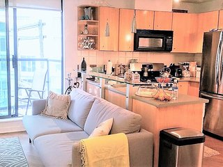 1BDR COZY CONDO IN YALETOWN, STEPS FROM THE SEAWALL!, Vancouver