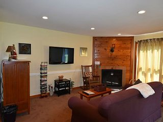 Ski right home! Updated 1br condo, fireplace, pool, hot tub, fitness center., Killington