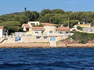 air-conditioned 8p. apartment in St Mandrier /mer with direct access to the sea