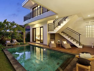 HUGE VILLA!!! 7 BEDROOM!! 2 x POOL/2x lounge/for large groups! Seminyak! LUXURY!