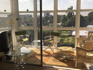 Lauderdale By The Sea, Condo, 2 BR, 2 Bath, on intracostal, walk to ocean