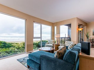 Spacious, dog-friendly, oceanfront home with spectacular views & shared hot tub