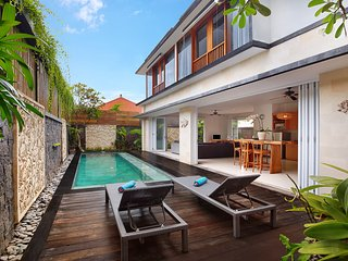 Honeymoon 1 Bedroom Private Pool Villa in Legian