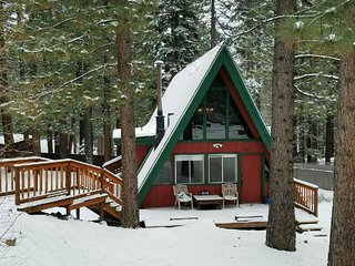 Cozy cabin w/ easy access to Pioneer Trail & HW50, South Lake Tahoe