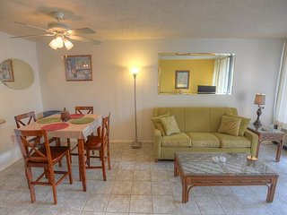 Budget-Friendly 2-Bedroom Condo across from Kamaole Beach 1, Kihei