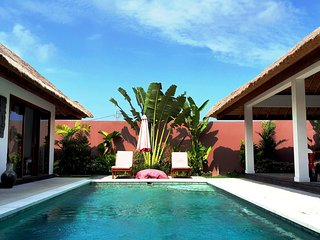 $100 FOR 8! BUDGET Designer Villa 4BR + Pool! 10 mins to BEACH!