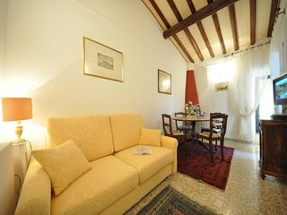 Nice 2 bedrooms flat with terrace located close to Duomo and Santa Croce Square, Florenz