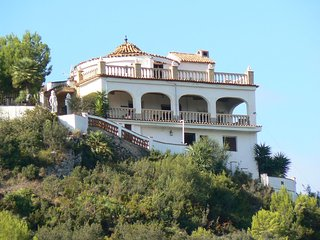 "Beautiful Family Villa""CASA TARSAN""private pool,Wonderful views,wi-fi,10/12 slps, Villalonga"