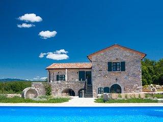 13201 Schöne rustikale romantische Villa