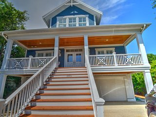 SeaWatch 289- Beautiful 6 Bedrooms, Pool & Elevator, Kure Beach