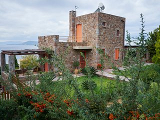 Villa Petra:Traditional luxury villa with an outstanding view to the sea