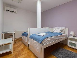 ROOM 4. - Deluxe Room