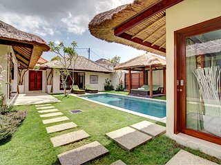 Villa AVA - Beautiful 3BR & Private Pool Villa 5min away from Seminyak, Canggu