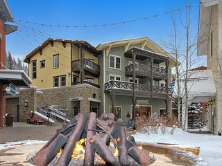 Luxury Ski In/Out Loft Condo 111 In Base Village- 2 Story/2 Decks/Hot Tub Access