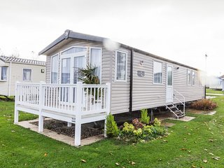 Ref 80033 Southreach Haven Hopton - stunning caravan 8 berth with veranda.