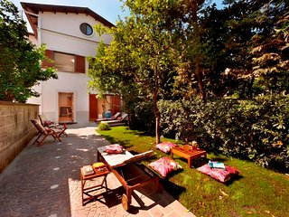Sorrento center luxury Villa Tasso, private garden, jacuzzi, wi-fi, sleeps 8