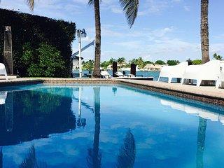Miami Beach Boater's dream waterfront, North Bay Village
