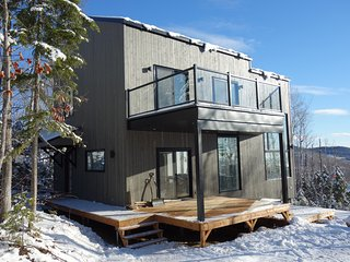 Cozy, sunny 3 bedroom chalet with spectacular view, Saint-Cassien-des-Caps