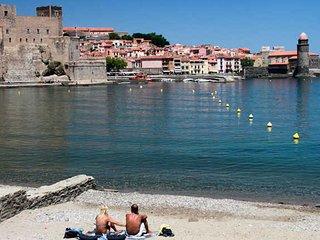Collioure beach apartment, sleeps 4-6 wifi, aircon, satellite TV & parking