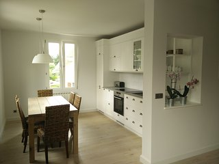 A Sweet Home for a sweet family, 1st floor apart in villa, city center near lake, Annecy