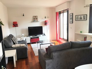 Bright 2Bdrooms Flat With Terrace-Perfect Location, Levallois-Perret