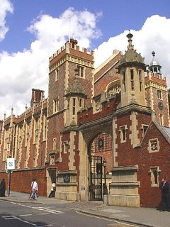 Lincoln's Inn, the largest public square (Park) in London is a few seconds away.