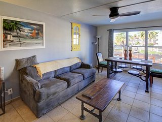 Seaside escape, with shared pool, hot tub, tennis, & prime location!