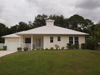 Vacation in this gorgeous Key West style home, convenient to shopping & beaches, Murdock