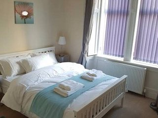 Near Glasgow Airport & Loch Lomond | Sleeps 5 | Free Wifi | Family or Work Trips, Dumbarton