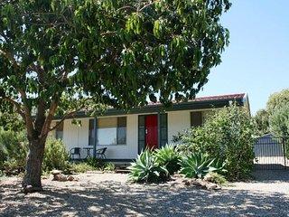 Taronga's Red Door - 24 Taronga Crescent, Carrickalinga