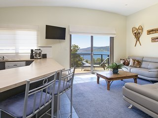 Alpine View 2 - Sweeping views over Lake Jindabyne