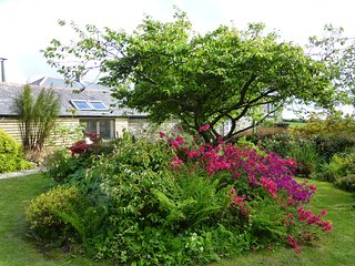 Barn set in gorgeous gardens & quiet countryside close to Mousehole and the sea