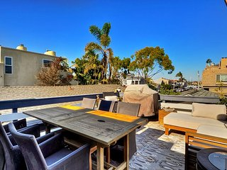 Sweet Bay View from Furnished DECK! Remodeled CENTRAL LOCATION Balboa Village