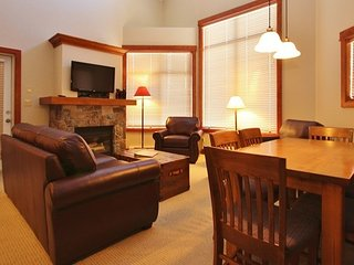 Fernie Timberline Lodges 2 Bedroom Platinum Condo + Hot Tub