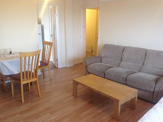 London, 2 bedroom flat with 24 hours weekend public transport on Central Line