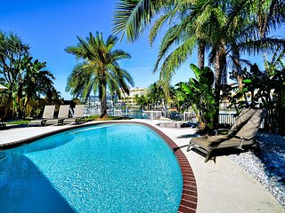 Bay Breeze House Beautiful 3.5 bedroom Waterfront home with pool - Still