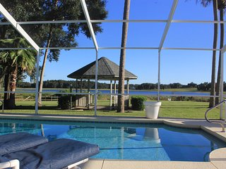 SPECTACULAR 3BR | Lakeside pool vacation home | Crystal RIver - Inverness area
