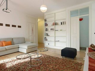 Spacious Sao Bento Modern apartment in Estrela with WiFi & balkon.