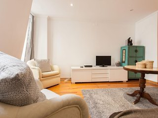 Downtown Duplex  apartment in Castelo with WiFi & airconditioning., Lisboa
