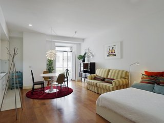 Studio Santa Catarina apartment in Bairro Alto with WiFi & lift.