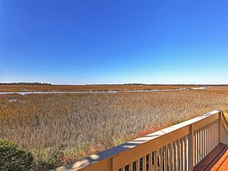Pack your bags for this exceptional Seabrook vacation rental condo!