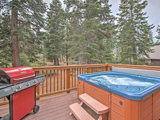 Central S. Lake Tahoe House w/Hot Tub & Game Room