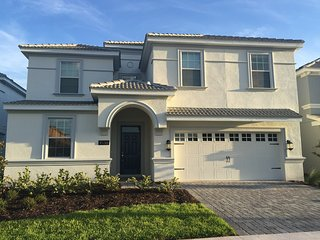 MAGNIFICENT 8 bed 5 bath pool and gameroom home near Disney, Orlando
