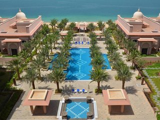 GRANDEUR RESIDENCES, PALM JUMEIRA: 2BR + Maid's, Dubai