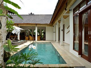 Villa Bindi - 3 bedrooms - peace, privacy, views.