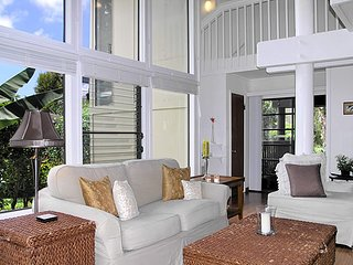 Light, Bright & Airy, Large, Princeville Beach Cottage Condo Home