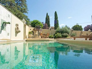 South of France villa Thezan Les Beziers with private pool, aircon, sleeps 8-10